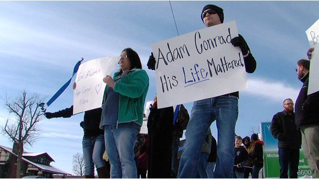 Protestors outside Curry's Mt. Vernon office