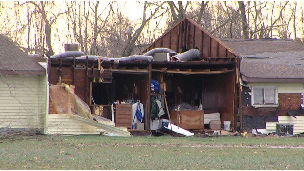 Storm damages homes property near mulkeytown wsil tv 3 for Southern illinois home builders