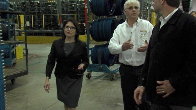 Lt Governor Tours Continental Tire Highlighting Manufacturing