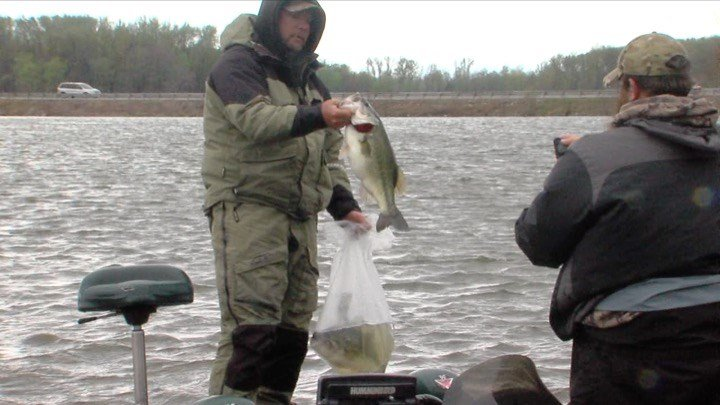 Fishing tournament raises thousands for Shrine Club - WSIL-TV 3