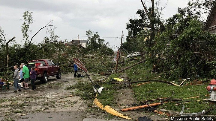 Deadly Tornadoes Ravage Southern United States Videos Cbs