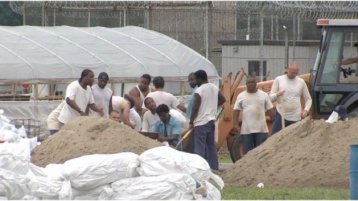 Shawnee Inmates Fill 60 000 Sandbags Wsil Tv 3 Southern